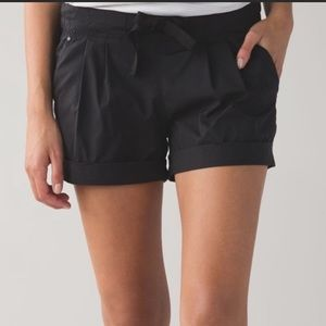 Lululemon Spring Break Away Shorts Size 8 Black